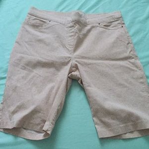 Beige stretchy Bermuda shorts with free cotton top